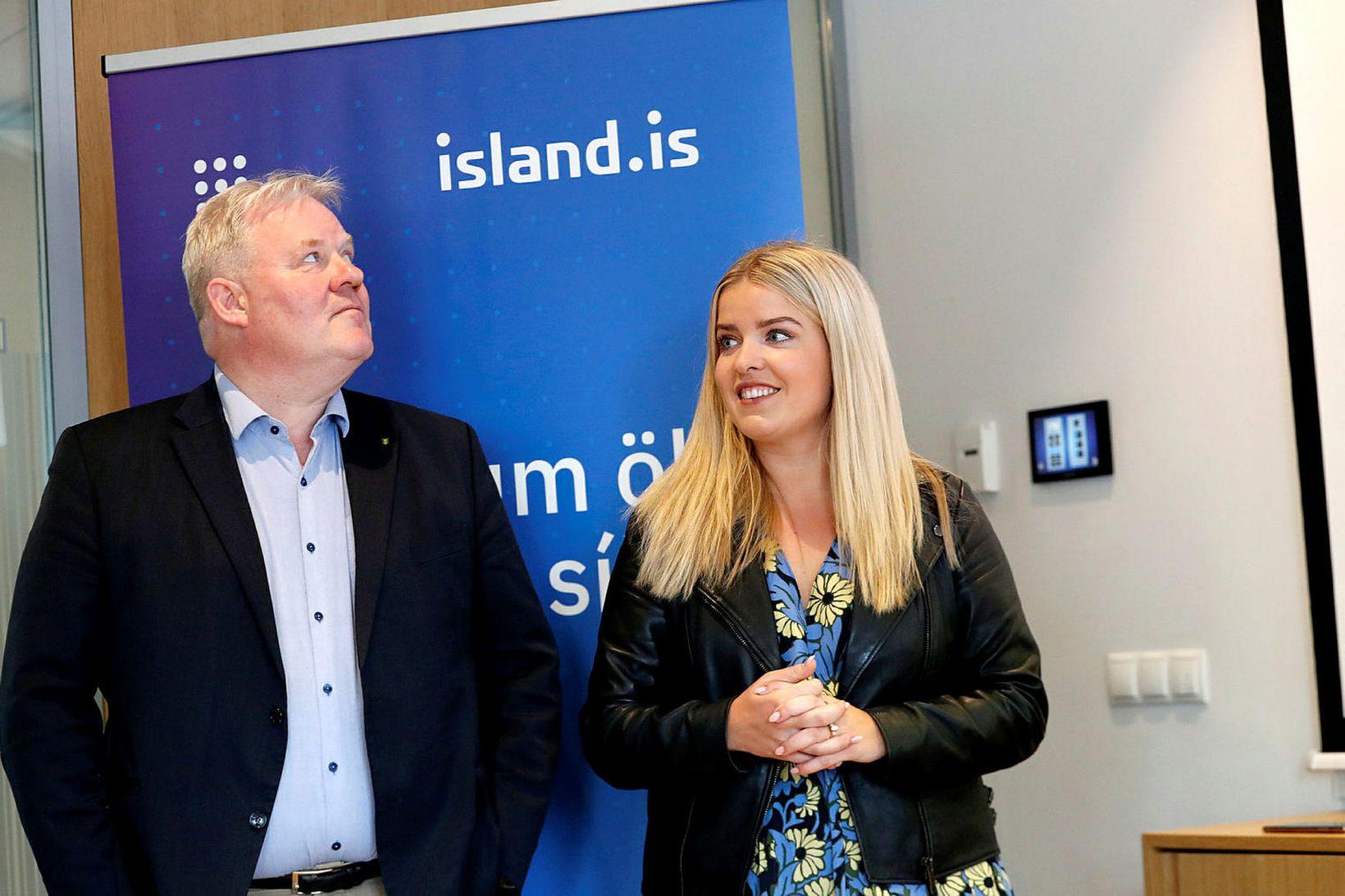 Sigurður Ingi Jóhannsson, samgöngu- og sveitarstjórnarráðherra, og Áslaug Arna Sigurbjörnsdóttir …