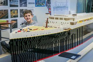 Brynjar Karl var 10 ára þegar hann byggði Titanic úr legókubbum. Nú ferðast hann um ...