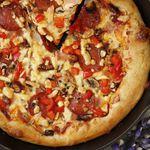 Einföld grilluð pizza í steypujárnspönnu