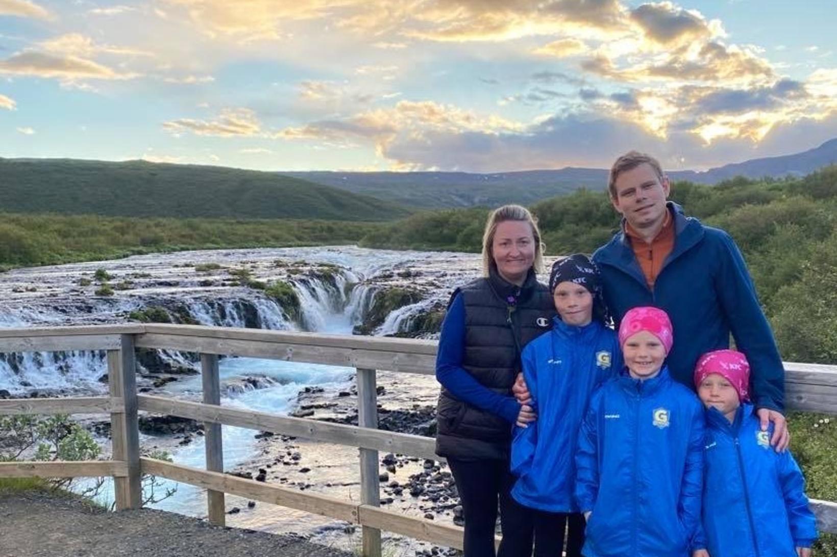 Vilhjálmur Árnason við Brúarárfoss ásamt Sigurlaugu Pétursdóttur eiginkonu sinni og …