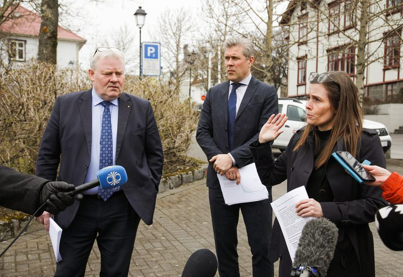 The Icelandic government approved the suggestions of a committee on refugee affairs at a meeting this morning.
