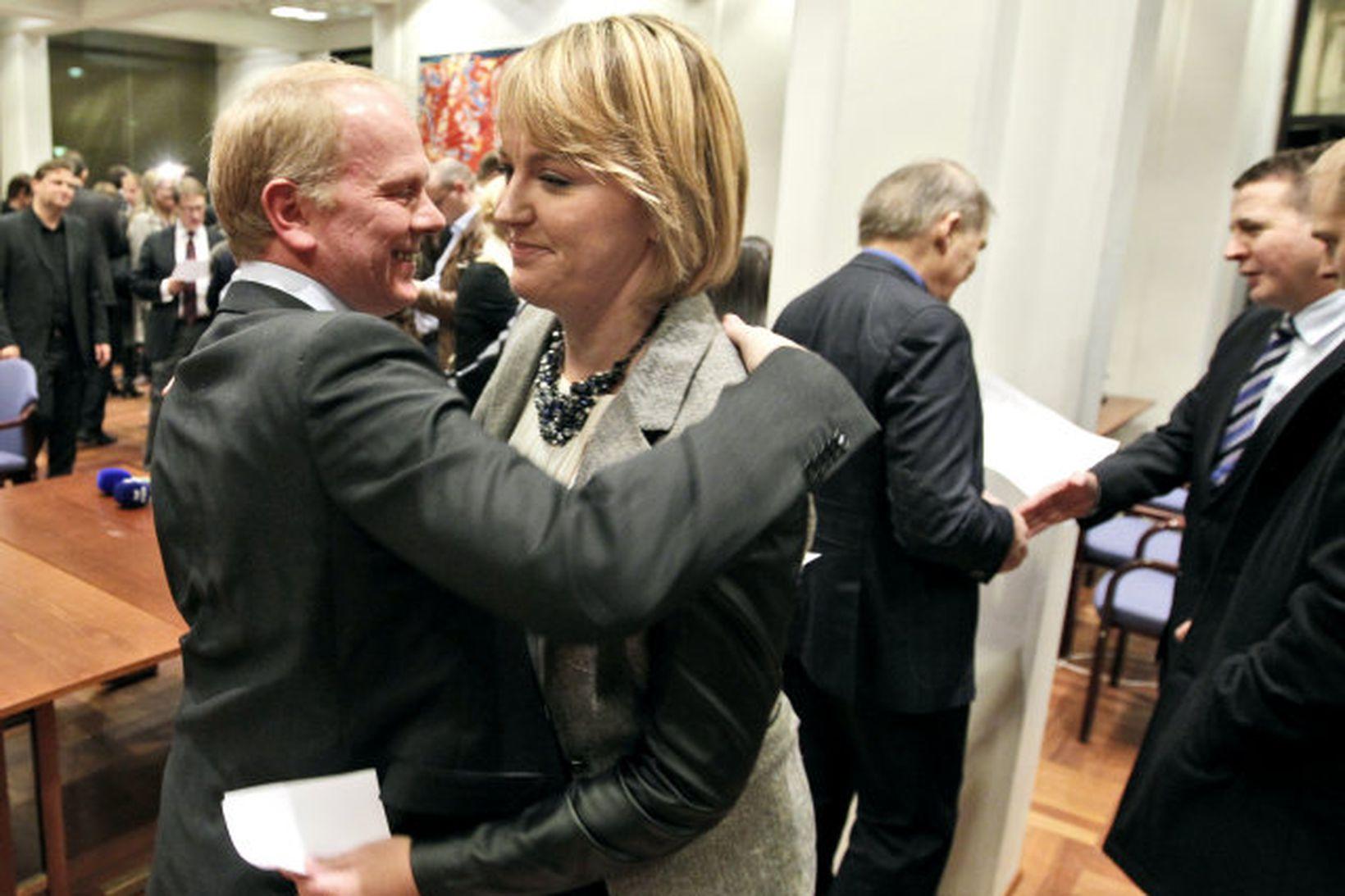Illugi Gunnarsson óskar Hönnu Birnu til hamingju með sigurinn.