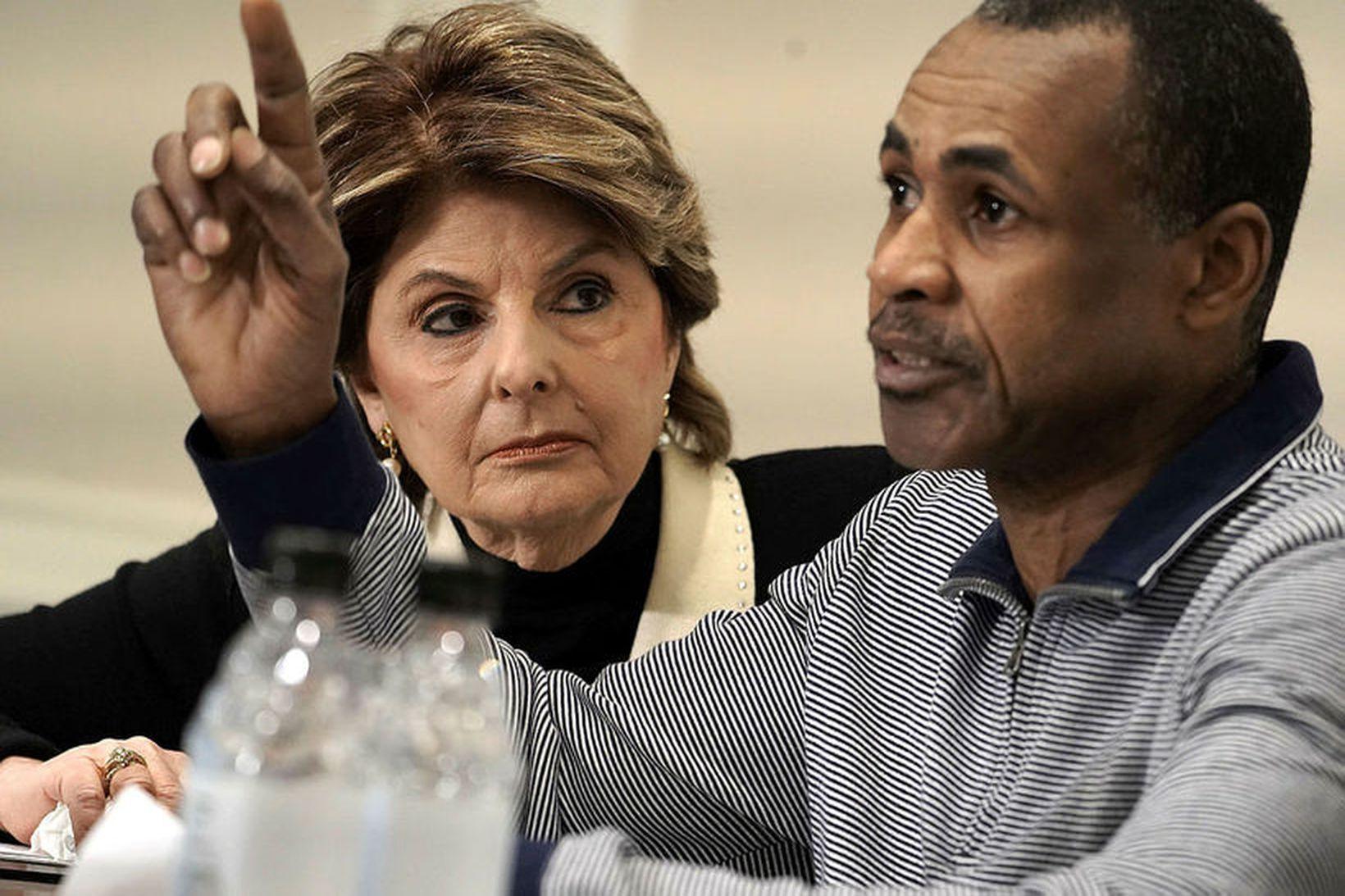 Gloria Allred og Gary Dennis á blaðamannafundinum í dag.