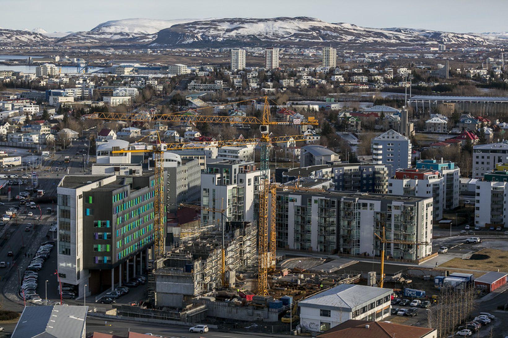Horft yfir Reykjavík frá Höfðatorgi.