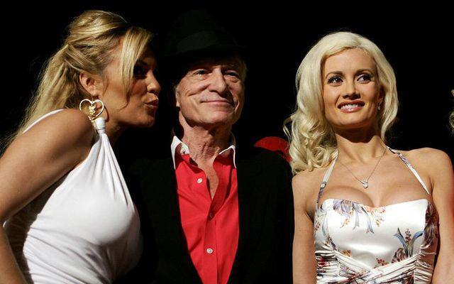 Bridget Marquardt ásamt Hugh Hefner og Holly Madison. Marquardt lýsir draugagangi á Playboy-setrinu.