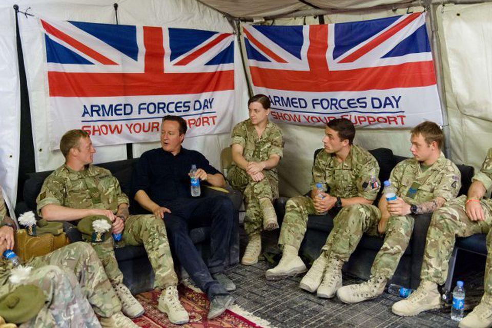 David Cameron forsætisráðherra hitti breska hermenn í Helmand héraði.