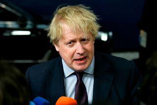 Boris Johnson ræddi við blaðamenn áður en fundur hans og annarra utanríkisráðherra ESB hófst í ...