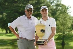 Justin Thomas stillti sér upp með föður sínum Mike Thomas sem er golfkennari og hefur …