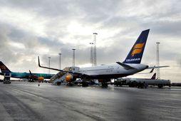 Flugvél Icelandair á leið til Kaupmannahafnar var snúið við vegna veikinda flugfreyju síðastliðinn föstudag.