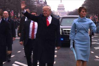 Trump lætur klappa fyrir Clinton