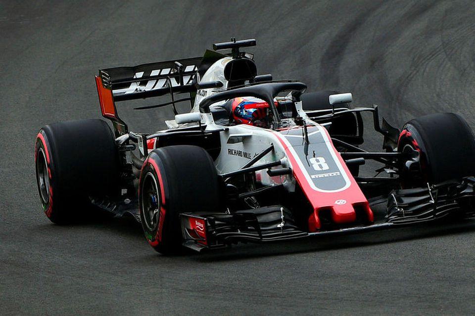 Romain Grosjean á ferð í Barcelona.