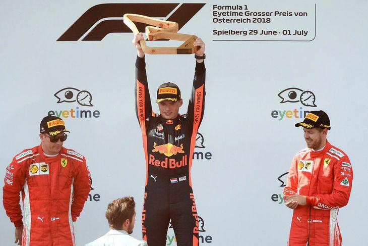 Verðlaunapallurinn í Austurríki. Max Verstappen í miðjunni, Kimi Räikkönen til vinstri og Sebastian Vettel til ...