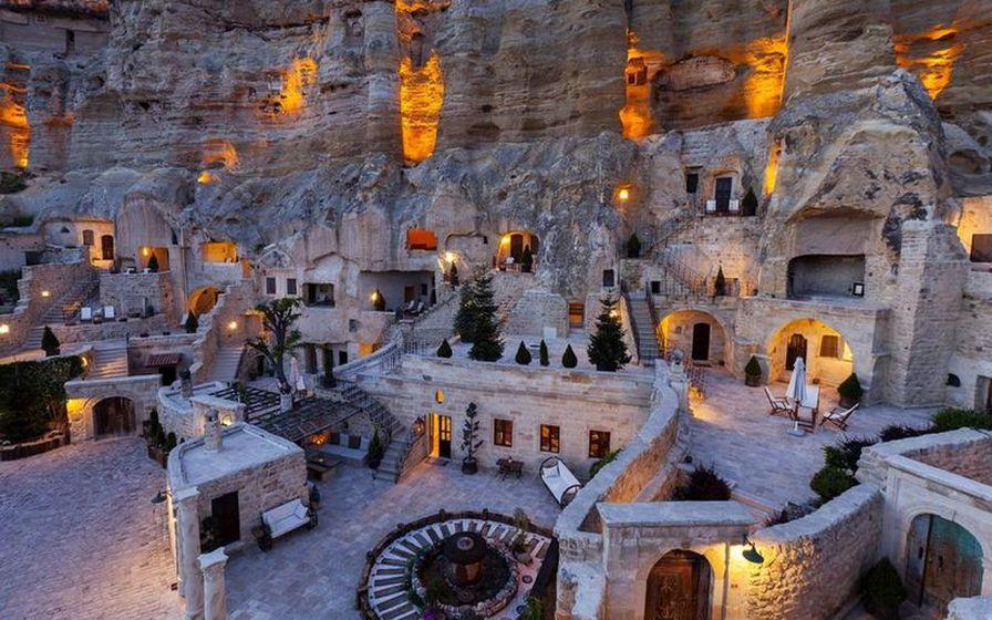 Cappadocia svæðið er meðal annars þekkt fyrir ferðalög um loftina ...