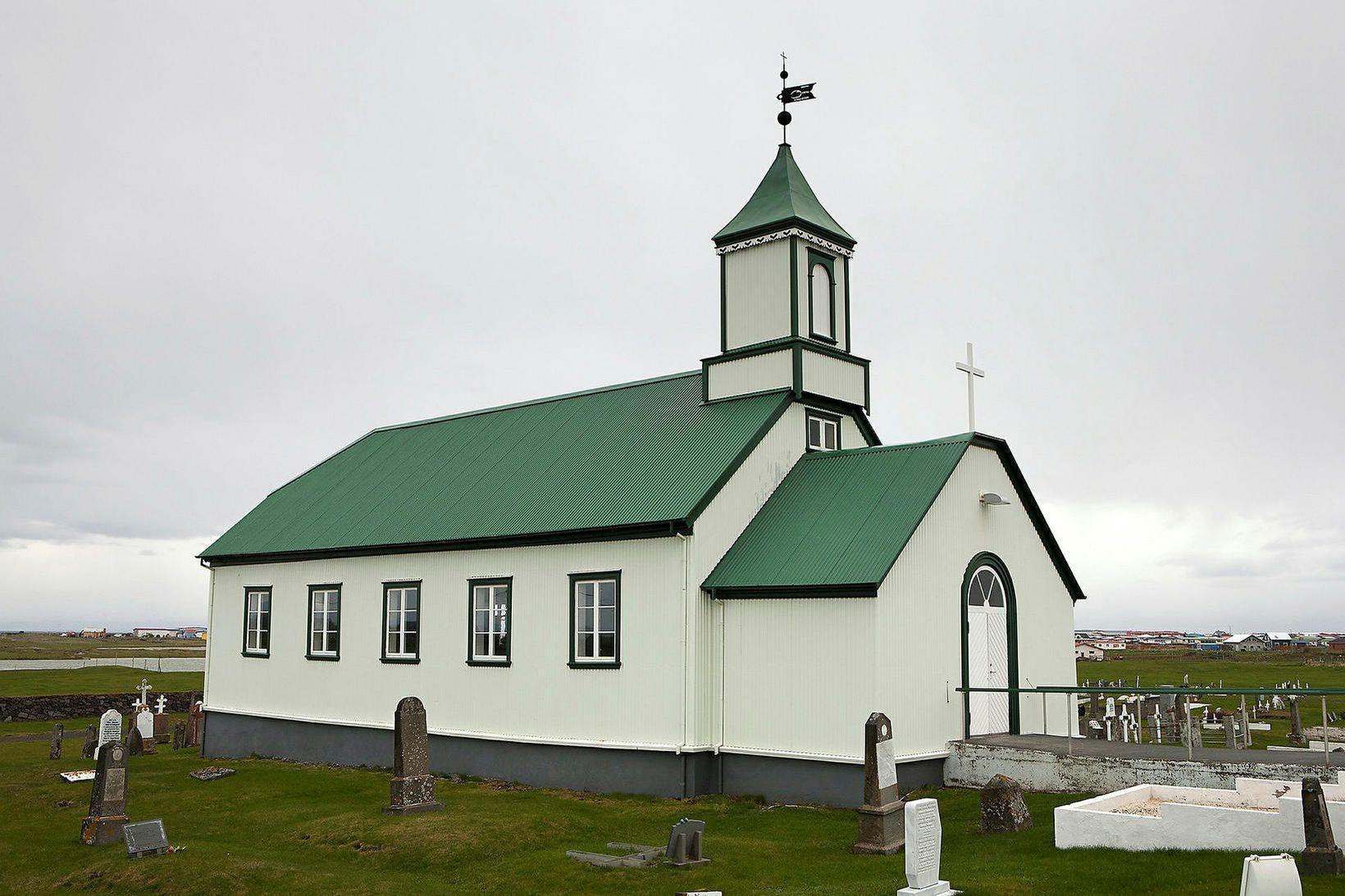 Útskálakirkja. Messu safnaðarins verður útvarpað á sunnudag.