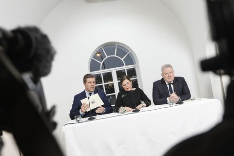 Bjarni Benediktsson, Katrín Jakobsdóttir and Sigurður Ingi Jóhannsson at the press meeting at the National Gallery this morning.