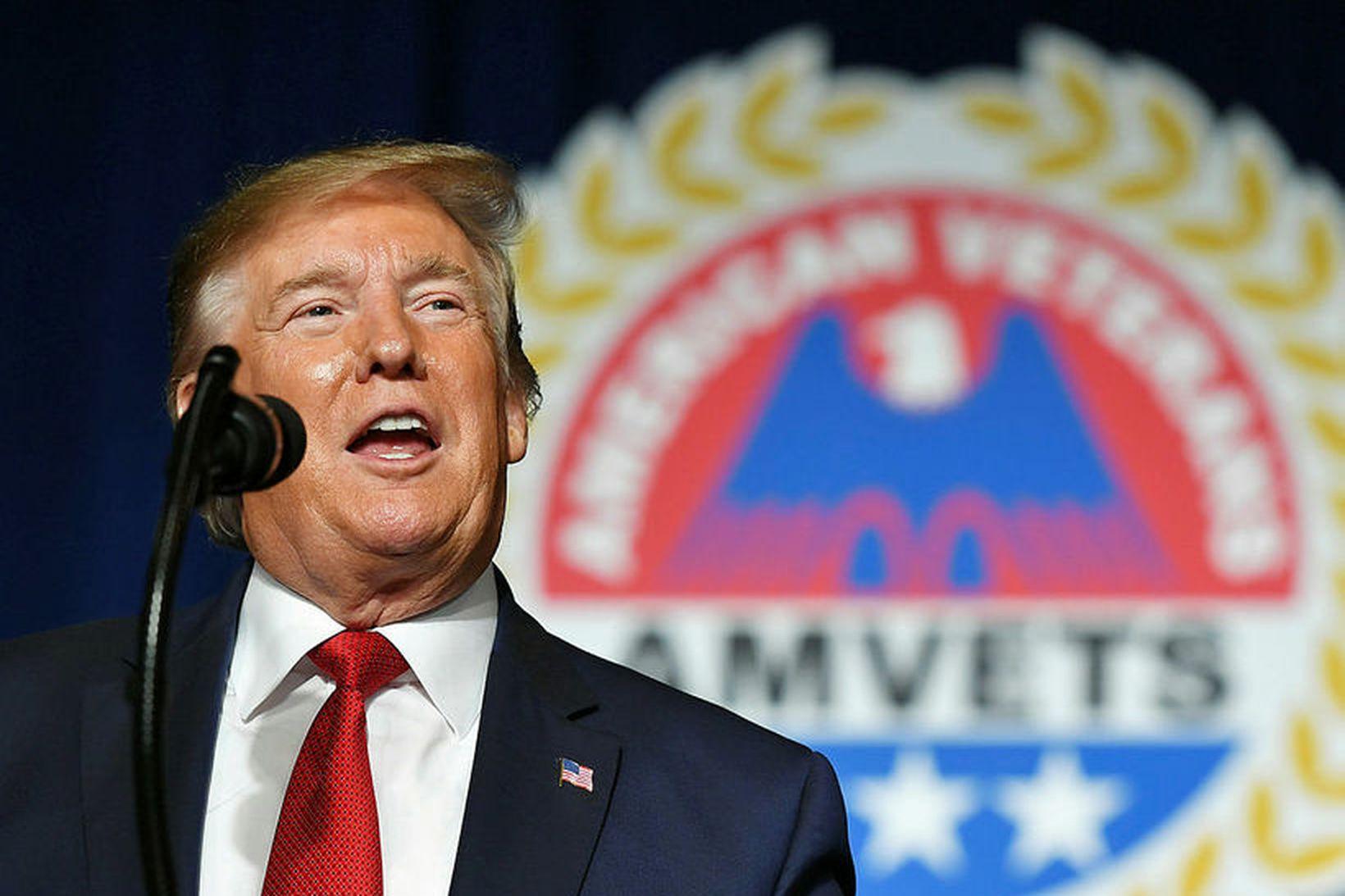 Donald Trump á ársfundi bandarískra uppgjafarhermanna í gær.