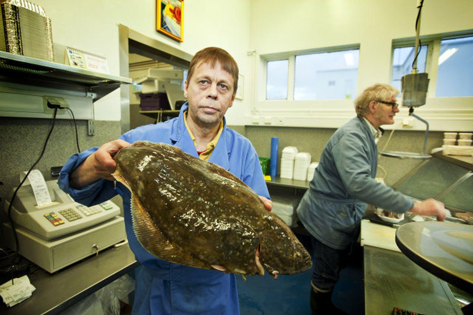 Þráinn Sigfússon, starfsmaður í fiskbúðinni Hafrúnu í Reykjavík