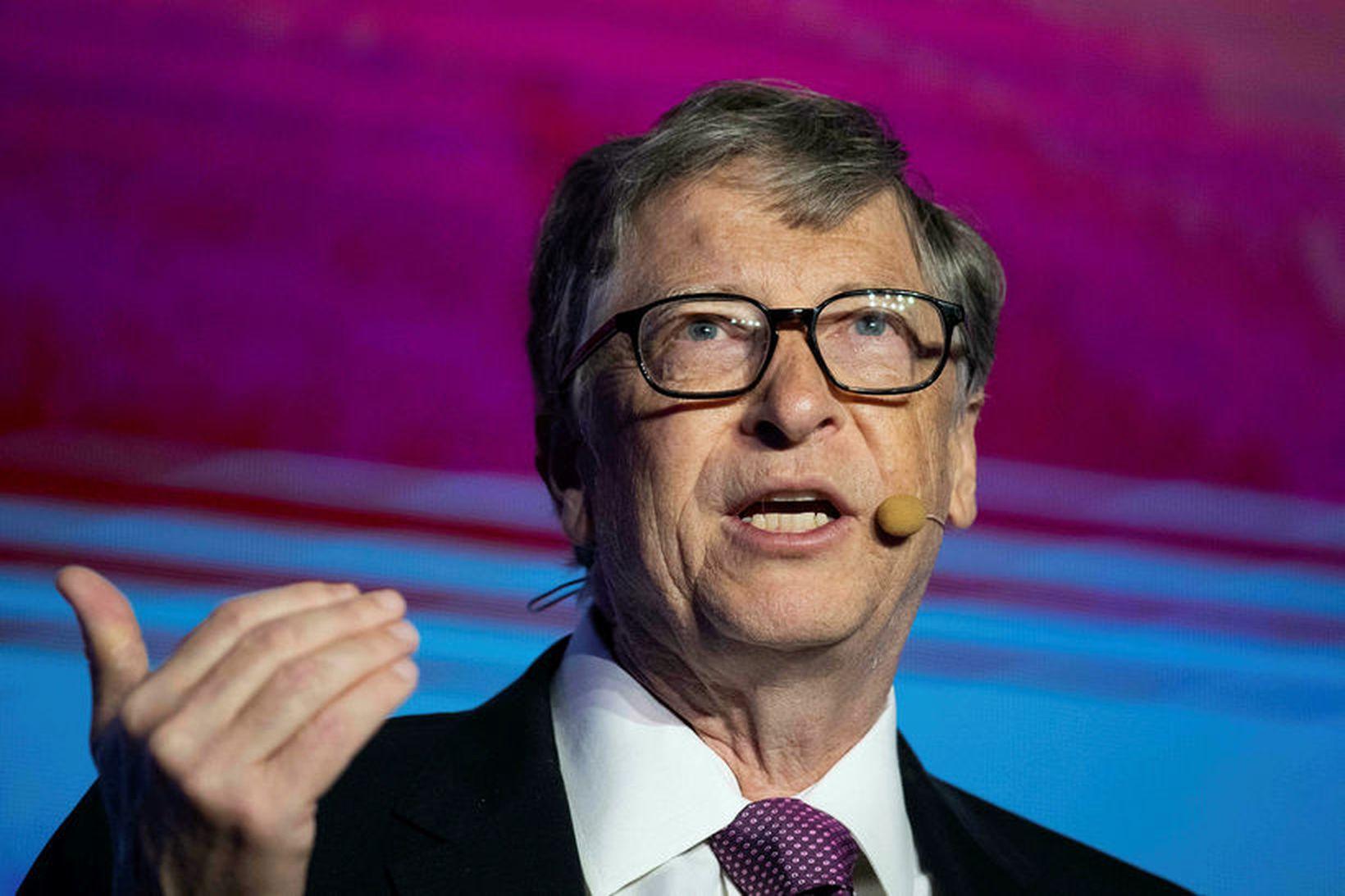 Hvort ætli Bill Gates hafi kysst peninga eða verið með …