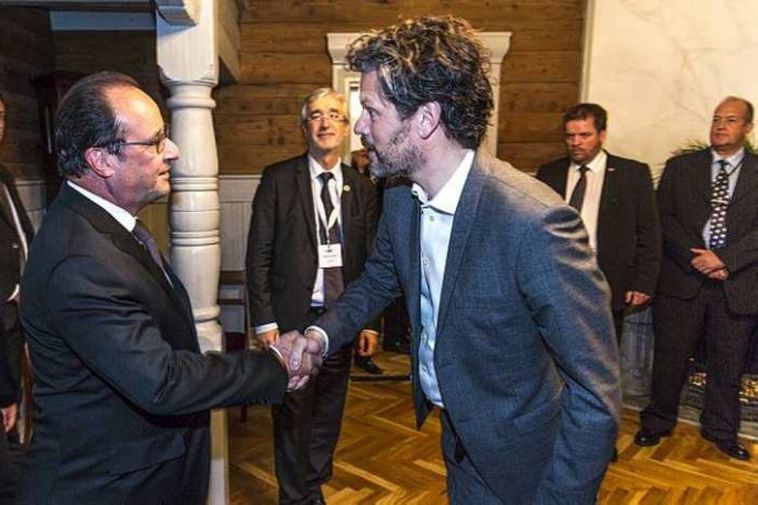 Hollande greeted by Mayor of Reykjavik, Dagur B. Eggertsson.