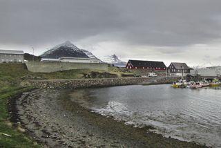 Vísir hf. hefur selt fyrirtæki á Djúpavogi, Ósnesi, hlutafé sitt í Búlandstindi á 500 þúsund ...
