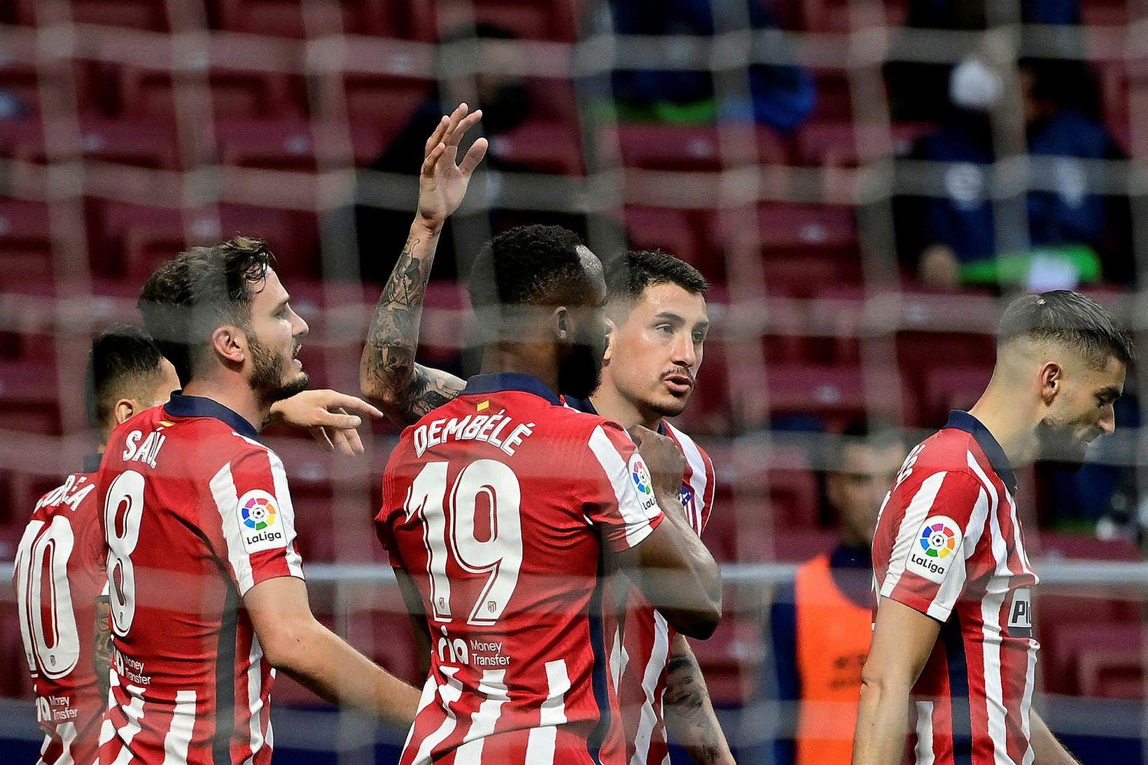 Leikmenn Atlético Madríd fagna einu af tveimur mörkum sínum í …