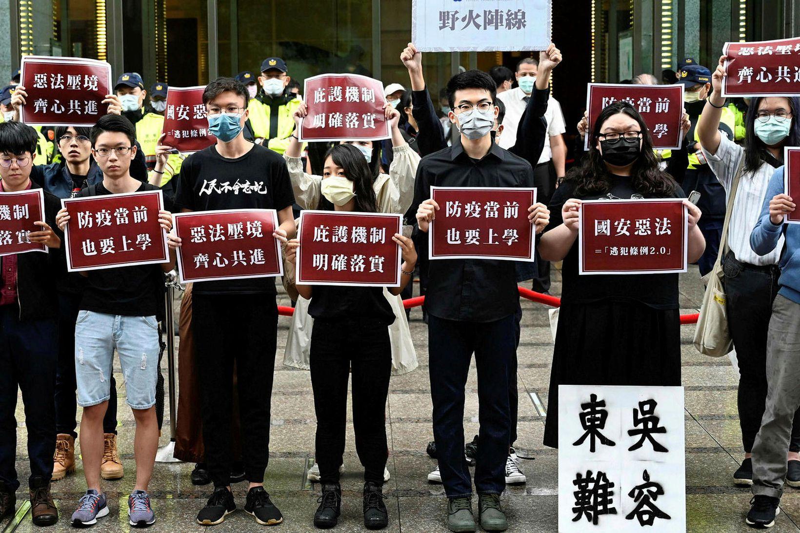 Námsmenn mótmæla nýjum lögum kínverska þingsins í Hong Kong.