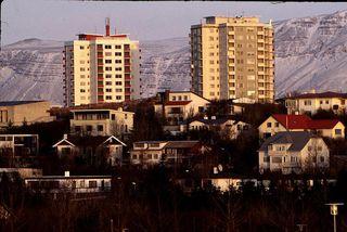 Það hefur orðið höfuðborgarbúum erfiðara að eignast íbúð miðað við laun síðustu árin.