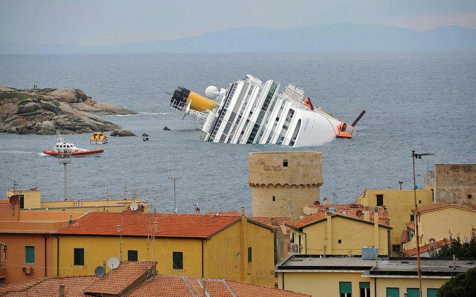 32 létust þegar skemmtiferðaskipið Costa Concordia strandaði 16. janúar 2012.