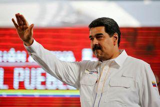 Maduro þvertekur fyrir að neyðarástand ríki í landinu og segir neyðaraðstoð sem Bandaríkin stýra sýndarmennsku.