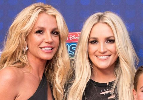 Hér má sjá systurnar Britney Spears (t.v.) og Jamie Lynn en sú síðarnefnda hefur nú skrifað bók um ævi sína sem er væntanleg í byrjun næsta árs. Foreldrar systranna hafa fengið harða gagnrýni síðustu mánuði vegna þess hvernig þau fóru með æsku systranna sem báðar voru barnastjörnur.