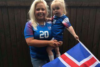 Steinunn Ýr og Andrea Alexa fylgjast með landsliðinu á Íslandi.