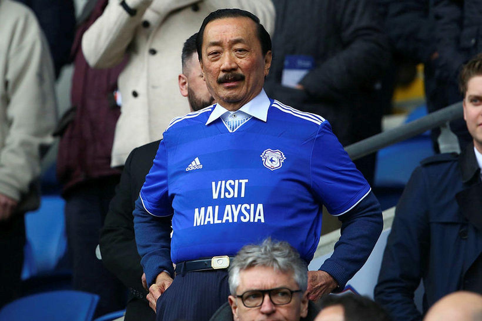 Vincent Tan er eigandi knattspyrnuliðsins Cardiff City. Hann skoðar nú …