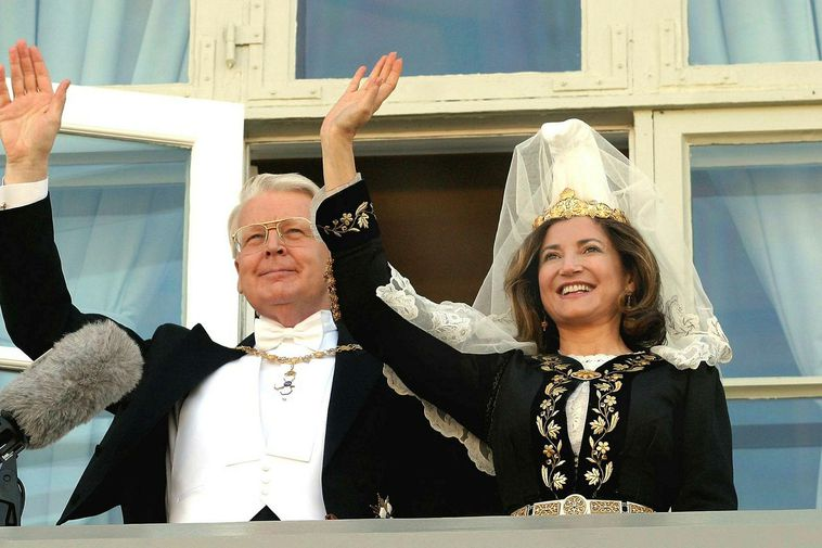 The President and First Lady on the famous balcony after reelection in 2008.