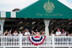 Áhorfendur á Trump Bedminster-golfvellinum í New Jersey.