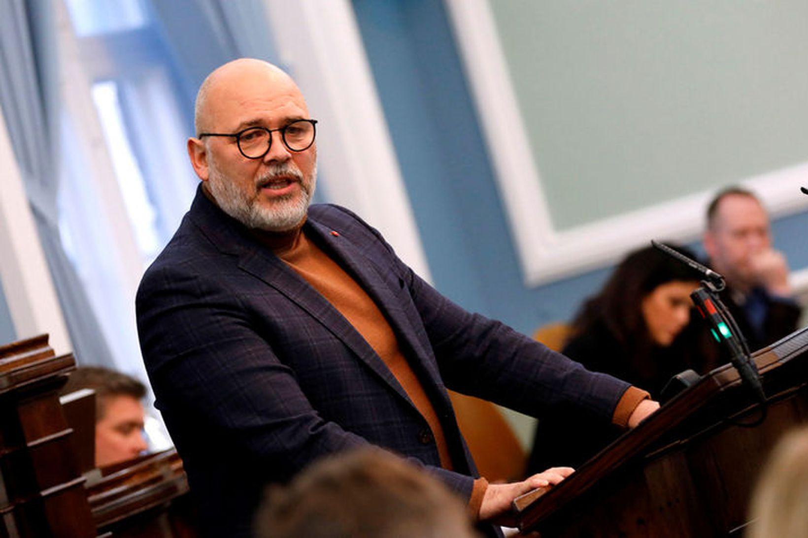 Logi Már Einarsson, formaður Samfylkingarinnar segir ríkisstjórnina knúna til þess …